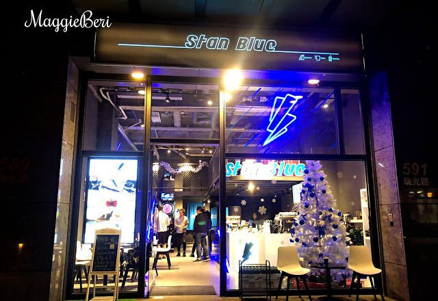 【內湖咖啡廳推薦】閃電藍咖啡,隱身在內科的閃電宇宙感咖啡廳,拍照打卡網美景點